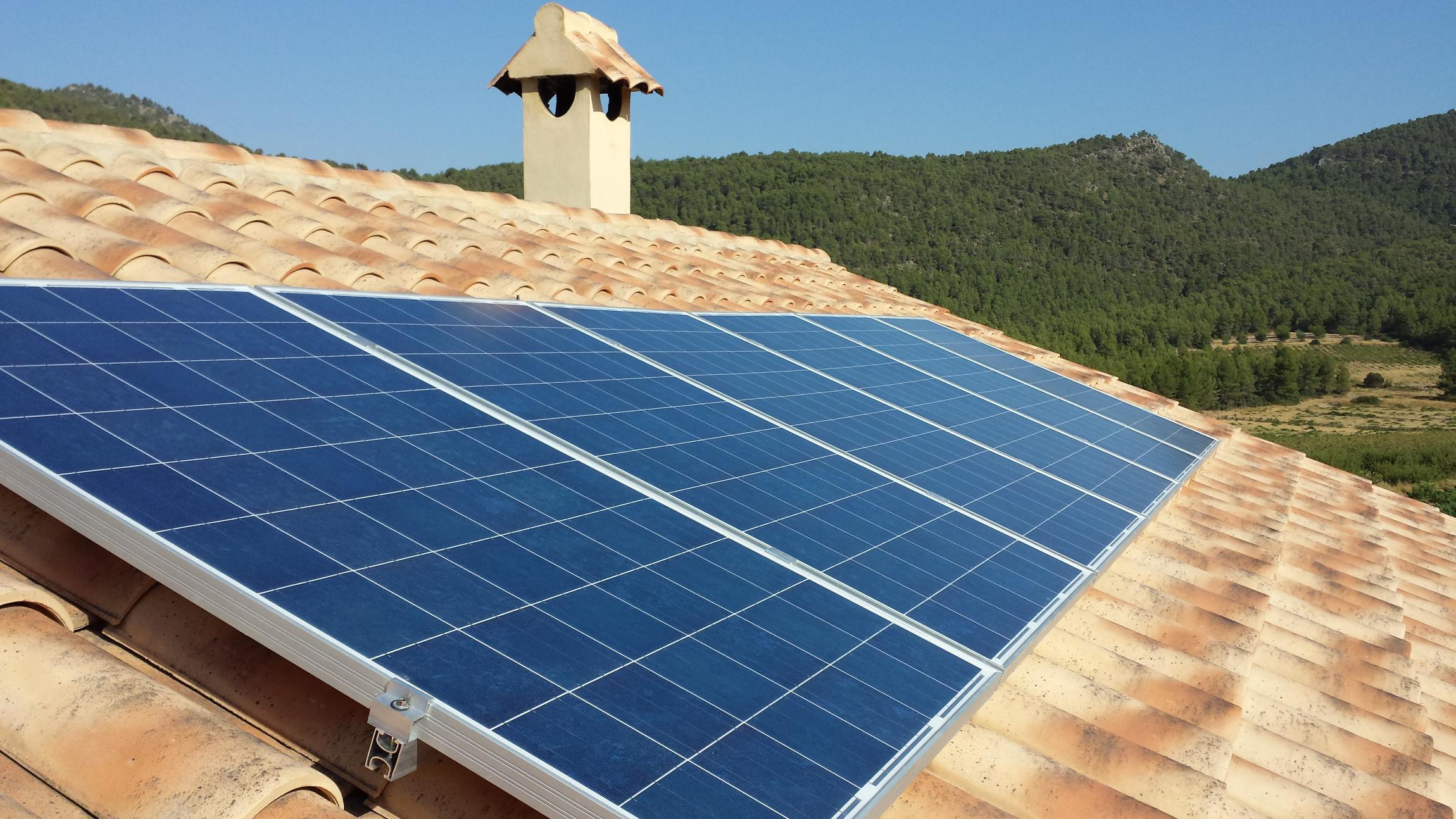 Domosolar instaladores de energ a solar fotovoltaica en for Baterias placas solares