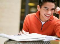 <span style='font-size:27px; color: Blue marine;'>Estudios y trabajos</span>