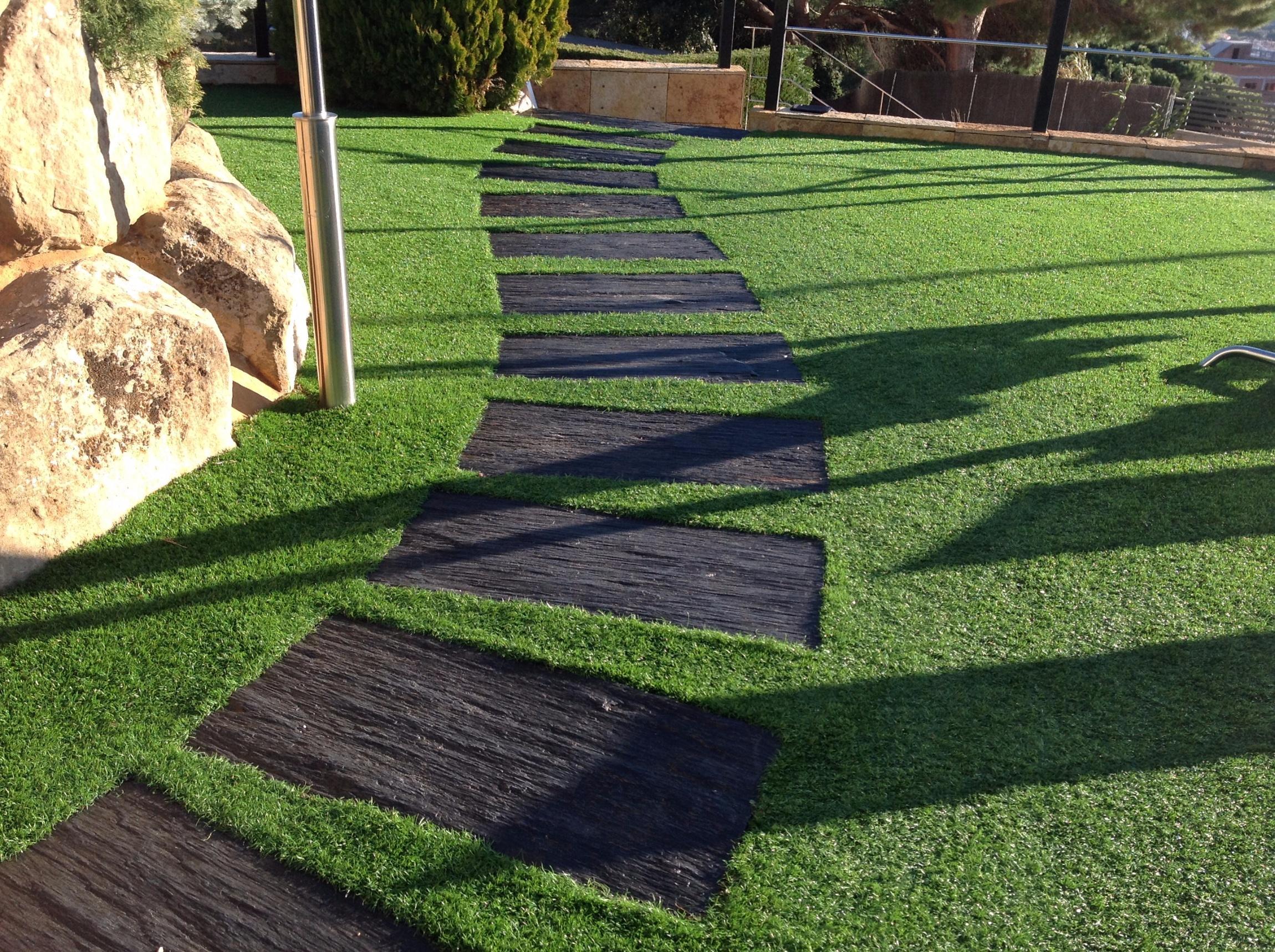 Cesped artificial for Jardines cesped y piedras