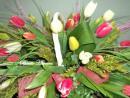 Cesta de veinte tulipanes.