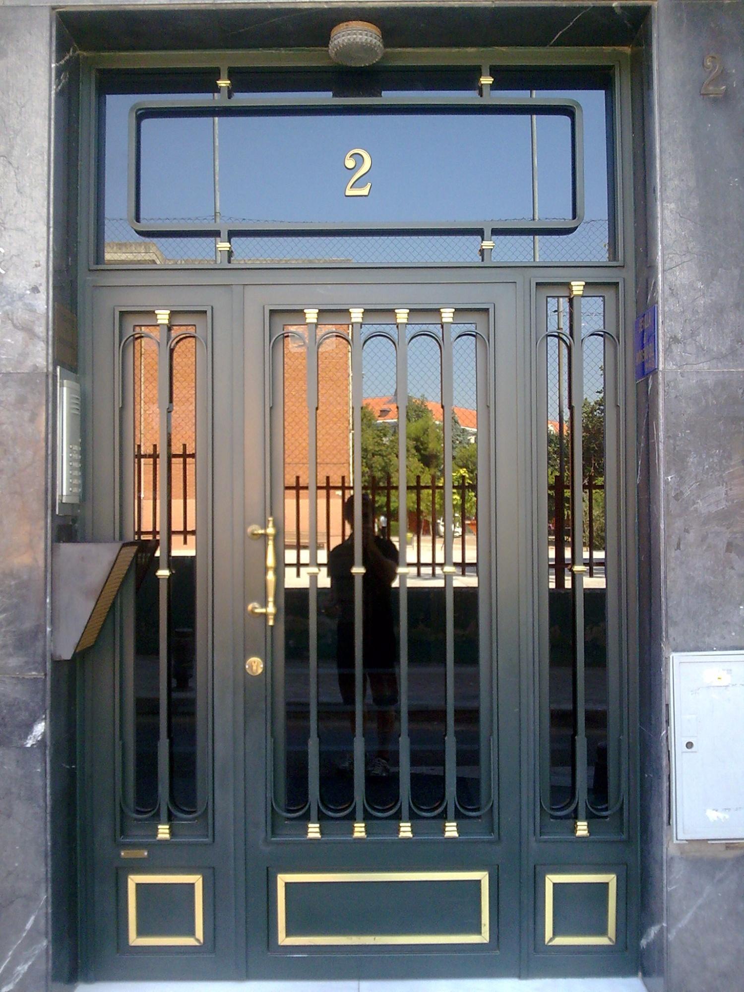 Puertas de comunidad, puertas de hierro y forja metalicas y portales ...