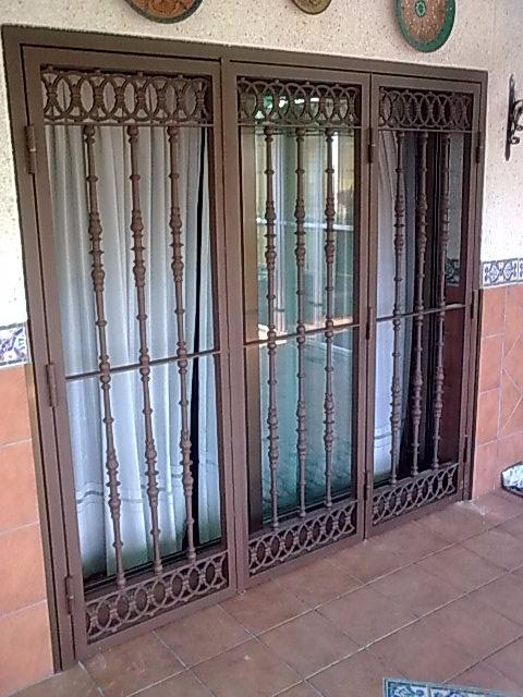Reja abatible para ventana o puerta con decoracion de - Puertas de reja ...