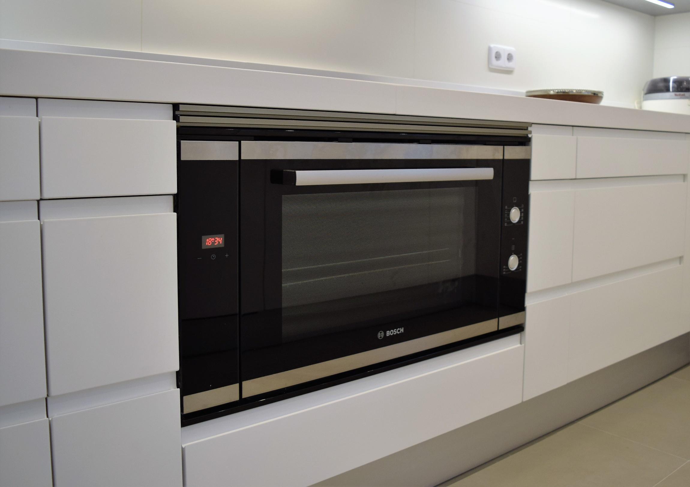 Columna para horno y microondas para hornos y microondas for Mueble horno y microondas