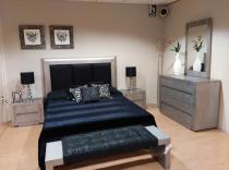 Dormitorio plata patinada (cabezal, 2 mesillas, cómoda y banqueta)