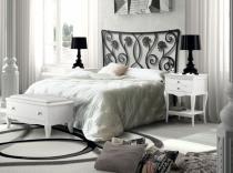 Dormitorio con cabezal de aluminio.